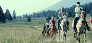 passeggiata a cavallo al campo estate ragazzi